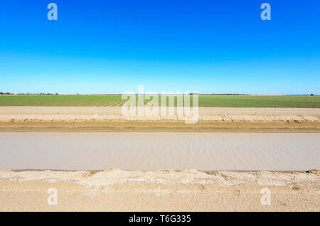 Irrigation canal for cotton crops near Dalby, Queensland, QLD, Australia - Stock Image