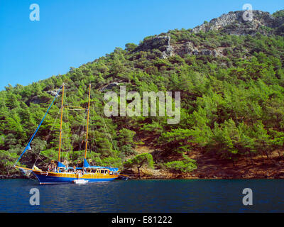 A 'Blue Cruise' boat moored at Cleopatra's Island - Stock Image