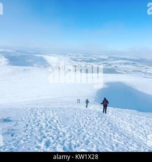 Brecon Beacons National Park, South, UK. 28th Dec, 2017.  Walkers on a snow-capped Penyfan Mountain in the Brecon - Stock Image