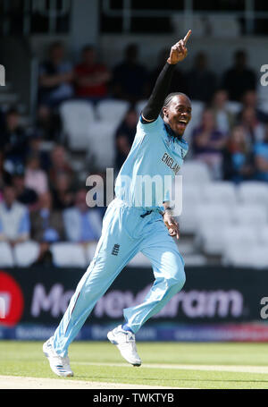 Emerald Headingley, Leeds, Yorkshire, UK. 21st June, 2019. ICC World Cup Cricket, England versus Sri Lanka; Jofra Archer of England celebrates after he takes the wicket of Sri Lanka captain Dimuth Karunaratne in his first over of the day Credit: Action Plus Sports/Alamy Live News - Stock Image