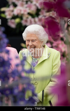 Queen Elizabeth II during her visit to the RHS Chelsea Flower Show at the Royal Hospital Chelsea, London. - Stock Image