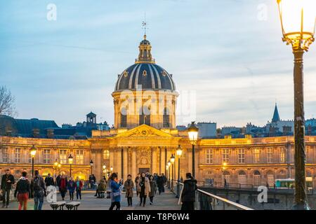 France, Paris, area listed as World Heritage by UNESCO, the Pont des Arts and the Institut de France - Stock Image