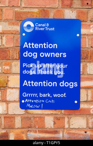 Canal Trust sign for dog owners to clean up after thier dog. Also written in dog. Also written in cat . Town lock on the River Trent, Newark on Trent, - Stock Image