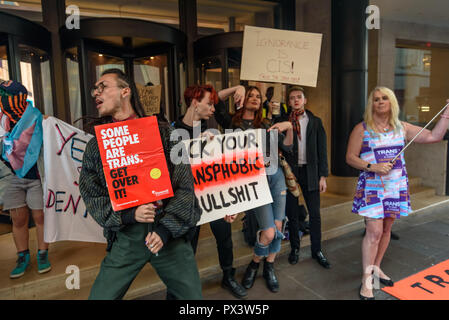 London, UK. 19th October 2018. Protesters dance outside the Daily Mail building following articles demonising trans people, particularly trans women, in The Metro which they publish, and their printing an advertisement campaign for the hate group, 'Fair Play for Women'.  Thousands have complained about The Metro, and the picket today was Credit: Peter Marshall/Alamy Live News - Stock Image