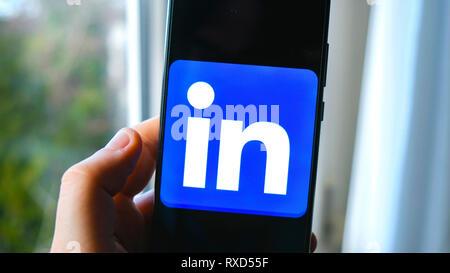 hand Linkedin app smartphone - Stock Image