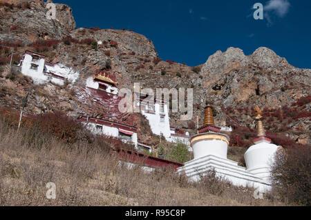 Chapels and cave retreats at Drak Yerpa meditation retreat, outside Lhasa, Tibet, China - Stock Image