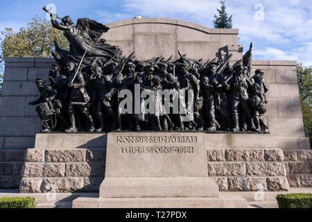 Newcastle-upon-Tyne, NE England city. Haymarket area. The 1914-18 war memorial. - Stock Image