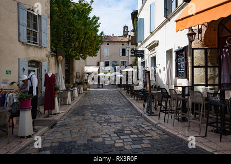 Lourmarins, France - September 2018: Quaint street in the village of Lourmarins, France - Stock Image
