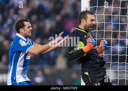 Barcelona, Spain. 17th Jan, 2018. RCD Espanyol goalkeeper Diego Lopez (13) and RCD Espanyol midfielder Victor Sanchez - Stock Image