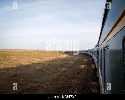 ULAN-BATOR, MAI 20 : Vue du Transmongolien a la sortie d'Oulan Bator a l'approche du desert de Gobi, le - Stock Image