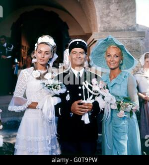 Geneviève Grad, Louis de Funès and Claude Gensac / The Troops get Married / 1968 directed by Jean Girault - Stock Image