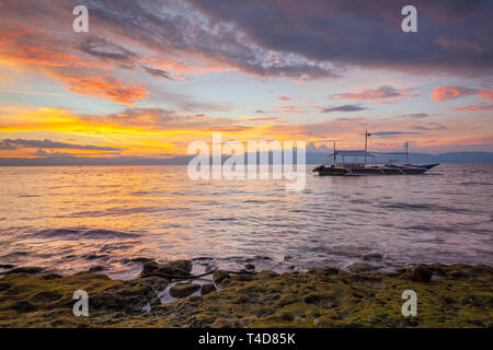 Magnificent sunset at the Moalboal beach, Cebu, Philippines - Stock Image