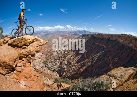 mountain biker on Gooseberry Mesa, Zion, Utah, USA - Stock Image