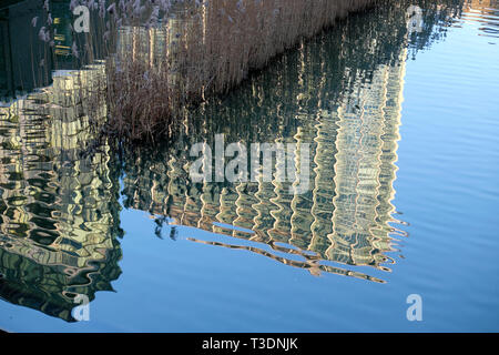 Abstract reflection of Barbican Estate flats building in a pool of water by the Beech Gardens in the City of London UK    KATHY DEWITT - Stock Image