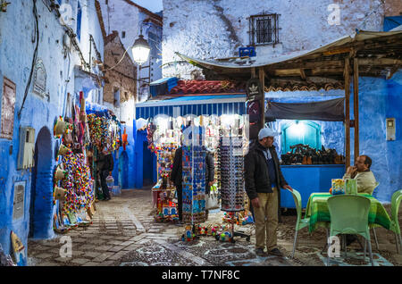 Chefchaouen, Morocco : Two men chat at night in the blue-washed medina old town. - Stock Image