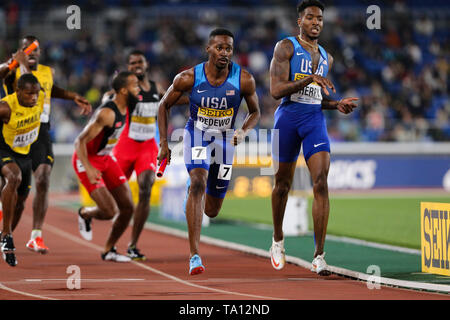 YOKOHAMA, JAPAN - MAY 12: Paul Dedewo of the USA in the final of the mens 4x400m relay during Day 2 of the 2019 IAAF World Relay Championships at the Nissan Stadium on Sunday May 12, 2019 in Yokohama, Japan. (Photo by Roger Sedres for the IAAF) - Stock Image