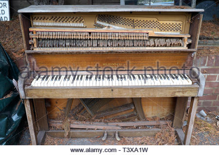 An old forlorn upright piano left outdoors, to be exposed to the elements. London, UK. - Stock Image