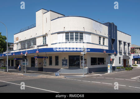 The Tennyson Hotel (pub) is an interwar Functionalist/Art Deco style hotel designed in 1936 for brewing giant Tooth & Co in the P&O liner style - Stock Image