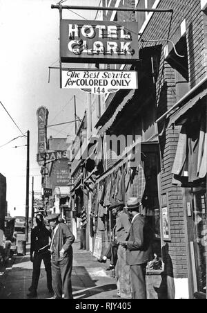 BEALE STREET, Memphis, Tennessee, in 1939. Photo: Marion Wolcott. - Stock Image