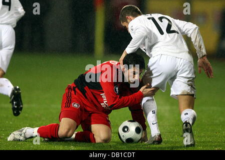 Gonzalo Castro (L) of Leverkusen vies for the ball with Prague's Jan Rezek (R) during the UEFA Cup group E match - Stock Image