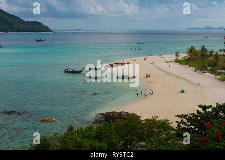 Aerial view of Ko Lipe Sunrise beach with longtail boats and kayaks, Thailand - Stock Image