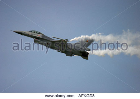 Zeltweg 2005 AirPower 05 airshow Austria Fighting Falcon F16 trailing white smoke - Stock Image