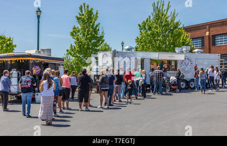JOHNSON CITY, TN, USA-4/27/19: People line up to make food purchases at vendors at a Saturday farmers' market. - Stock Image