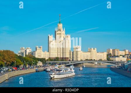 Moskva River, at Zaryadye Park, with Kotelnicheskaya Embankment Building, Moscow, Russia - Stock Image