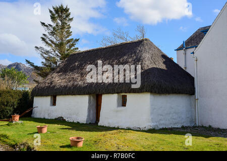 Thatched outbuilding in picturesque village of Plockton on Loch Carron, Highland Region, Scotland - Stock Image