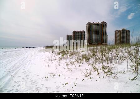 Hi-rise condominiums on Santa Rosa Island, Florida, between Gulf Breeze and Navarre Beach. - Stock Image