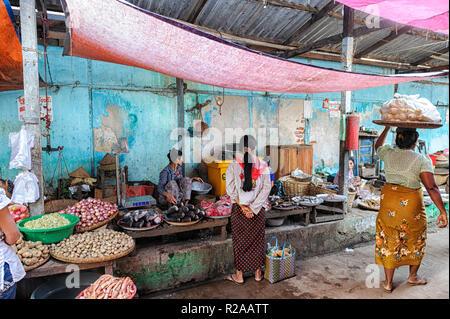 People in the marketplace Nyaung-U City Mandalay, Myanmar close to Bagan - Stock Image