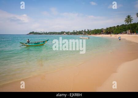 LOCAL FISHERMAN AT UNAWATUNA BEACH - Stock Image