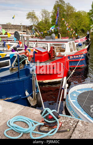Ireland, Co Leitrim, Jamestown, barges and leisure boats moored on River Shannon - Stock Image