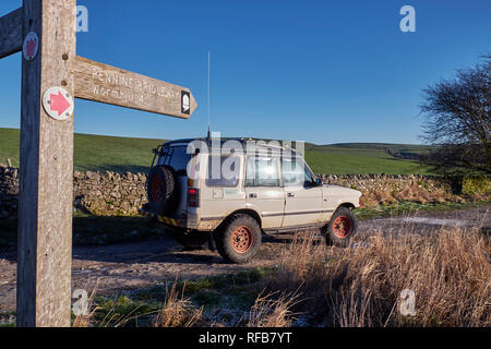 Land Rover on a Green Lane near Peak Forest. Peak District National Park, Derbyshire, England. - Stock Image