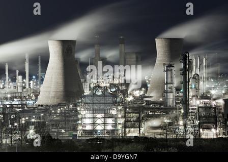 Grangemouth Refinery at night, Firth of Forth, Grangemouth, Scotland - Stock Image
