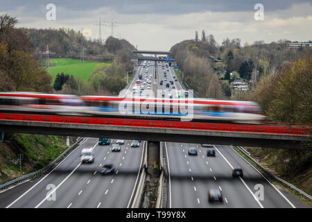 26.03.2019, Erkrath, North Rhine-Westphalia, Germany - Traffic landscape, road traffic and S-Bahn traffic intersect on the A3 motorway. 00X190326D019C - Stock Image