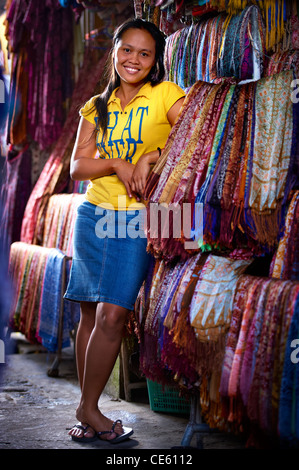 Young Balinese woman working at the Ubud Markets Bali Indonesia - Stock Image