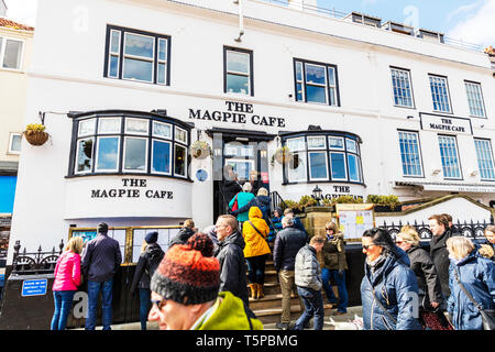 The Magpie Cafe Whitby, Whitby Yorkshire UK England, Magpie Cafe Whitby, Magpie fish and chips Whitby, Whitby Cafes, Whitby Cafe, queuing, queue, - Stock Image