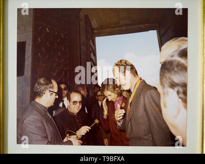 1980s, Kings of Spain Don Juán Carlos and Doña Sofía visiting the cathedral of Baeza, Jaén province, Andalusia, Spain. - Stock Image
