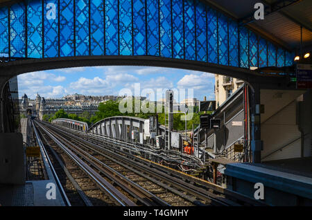 Bir-Hakeim elevated station of the Paris Métro in the Boulevard de Grenelle in the 15th arrondissement. Bridge over river Seine to Kennedy Eiffel - Stock Image