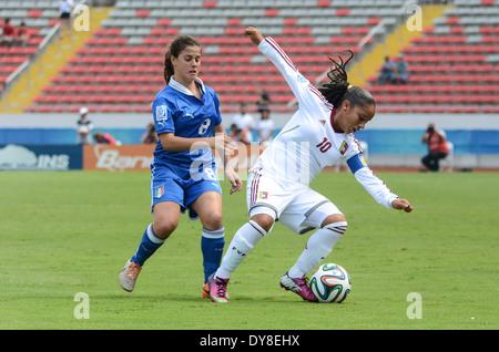 Venezuela player Lourdes MORENO (10), against Italy player Flaminia SIMONETTI (8) - Stock Image