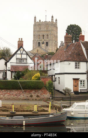 Tewkesbuy abbey behind tudor houses by the river severn - Stock Image