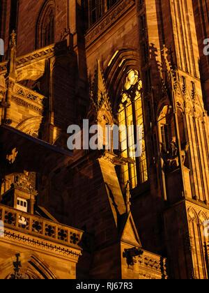 Europa, Frankreich, Grand Est, Straßburg, Blaue Stunde am Straßburger Münster, - Stock Image