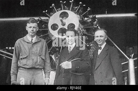 CHARLES LINDBERG American aviator at left next to  fellow pilots Richard Byrd centre and Clarence Chamberlain in May 1927. Lindbergh was shortly to begin his record trans-atlantic flight. Chamberlain and his wife would be the second to make the journey in the following . - Stock Image