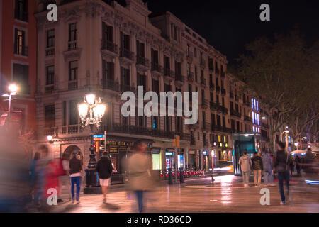 Las Ramblas, Barcelona at night - Stock Image