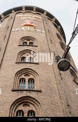 The old Observatory in Copenhagen: An old observatory formerly part of the University contains a spiral ramp for access to the various floors.  The inscription on the side of this round tower: Doctrinamet Dirige 1642 -- signed Chirstian IV. - Stock Image