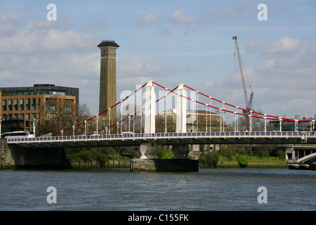 Chelsea Bridge, the River Thames and the Tower of the Victorian Sewage Pumping Station in Grosvenor Road, London. - Stock Image