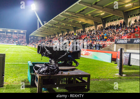 Television cameraman televising Stade Toulousain v Bordeaux-Begles rugby match, Ernest Wallon stadium, Toulouse, Haute-Garonne, Occitanie, France - Stock Image