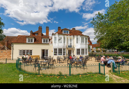 The Bell Tower, small traditional tea rooms with outside tables in the precincts of Salisbury Cathedral, Salisbury, a cathedral city in Wiltshire, UK - Stock Image