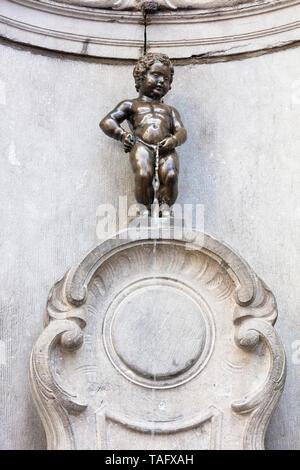 Small statue of the manneken pis Brussels Belgium Eu Europe - Stock Image